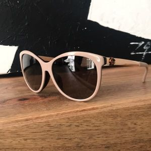 Gucci sunglasses with case and cloth